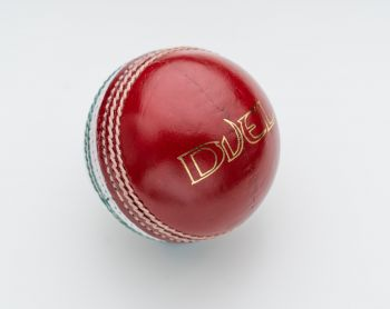 Duel Club Junior Technique Cricket Ball - Red/White